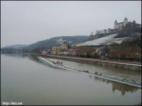 マイン川とマリエンベルク要塞