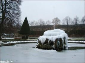 凍った噴水