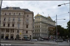 インペリアルホテル(右)