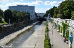 StaStadtpark内のウィーン川
