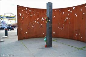 1980年の爆弾事件の記念碑