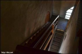 塔に上る階段