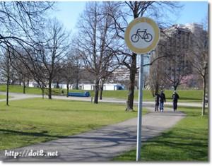 Verbot für Fahrräder(自転車通行禁止)