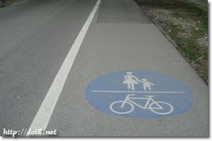 道路に標識