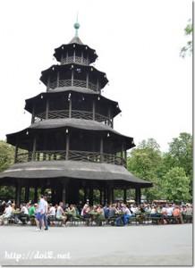 中国塔のビアガーデン