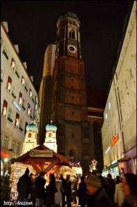 クリスマス時期のフラウエン教会