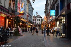Rue Neuveの横の道