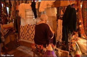 絨毯を織る人