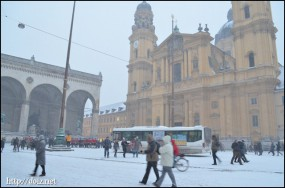 雪のオデオン広場