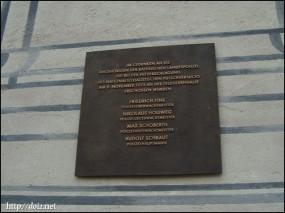 ミュンヘン一揆の犠牲者である警官の名前が書かれたプレート
