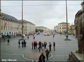 将軍堂からみたオデオン広場