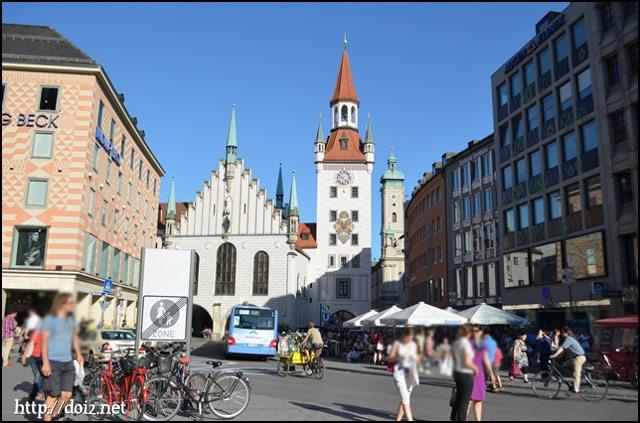旧市庁舎と聖霊教会