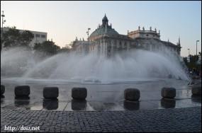 Karlsplatz(カールス広場)の噴水
