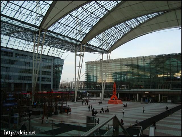 ミュンヘン空港の広場