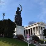 【Theresienwiese】テレージエンヴィーゼのババリア像に上る