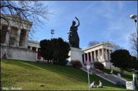 Bavaria像とRuhmeshalle