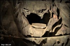 ババリア像内側、ライオンの部分