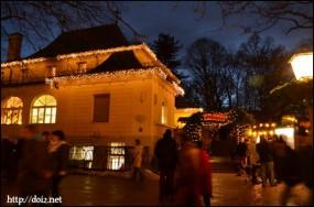 英国庭園の中国塔のクリスマスマーケット